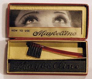 Mascara cake Maybelline 1917 - Blog beauté Les Mousquetettes