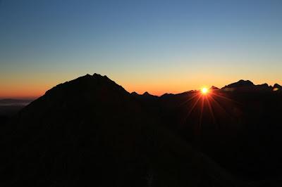 wschód słońca w drodze na Miedziane