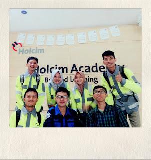 Foto Bersama Anak PKL periode Agustus 2017 di PT Holcim Indonesia Plant Narogong