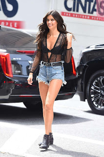 Sara-Sampaio-Out-in-Midtown---New-York-07+%7E+SexyCelebs.in+Exclusive.jpg