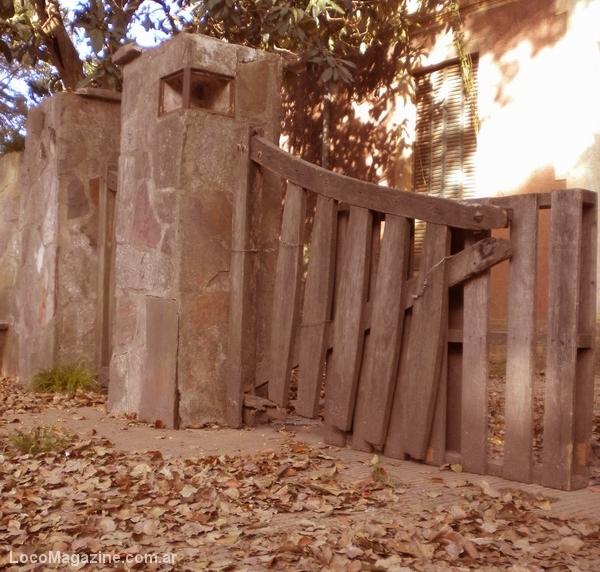 Viejo portón de entrada a la casona