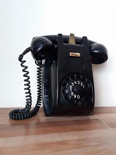 Barang Antik Telephone dinding ericson