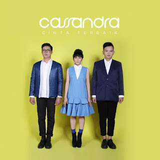 Lirik Lagu Cassandra - Cinta Bukan Milik Kita - Cover Album
