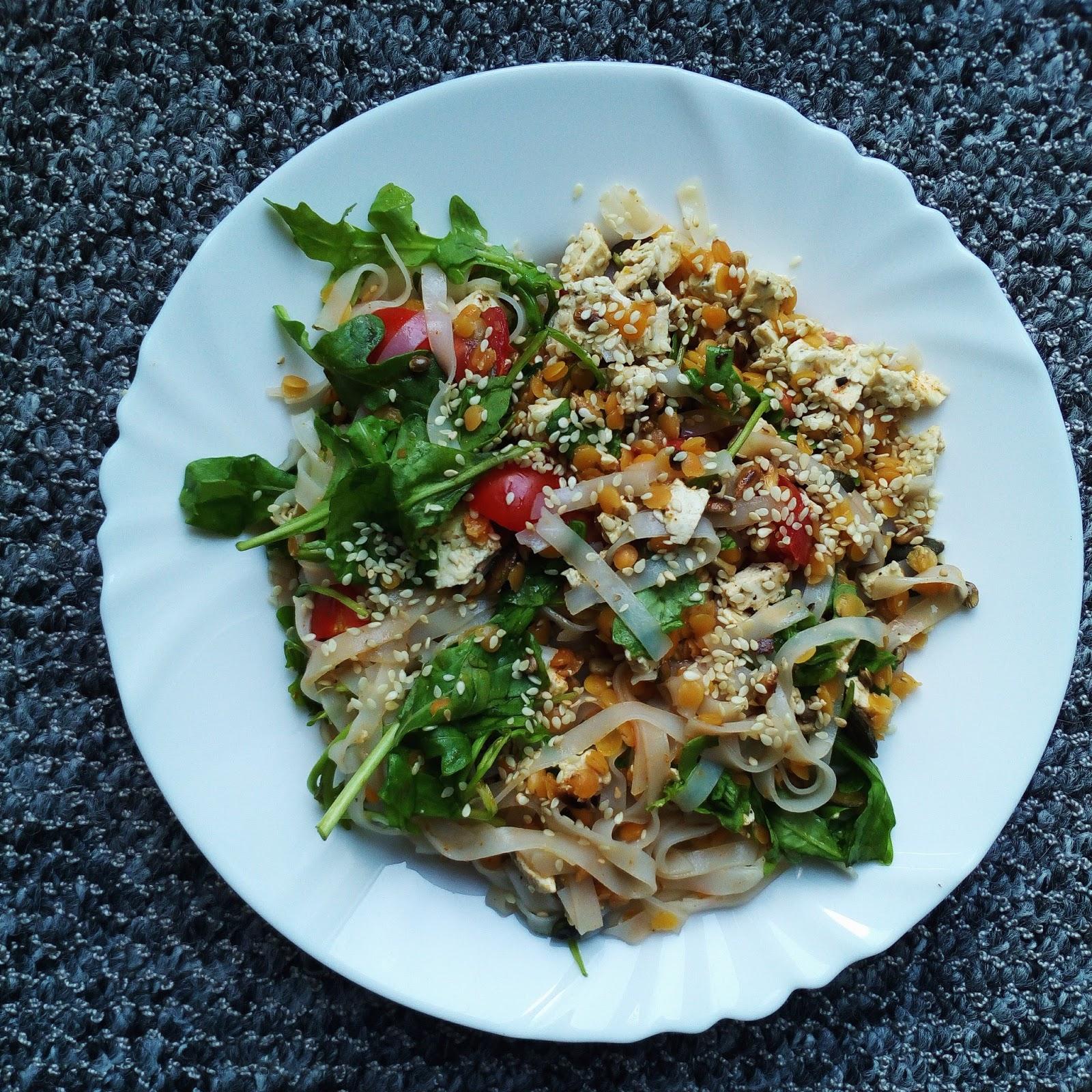 Proteinové bezlepkové těstoviny se zeleninou a čočkou