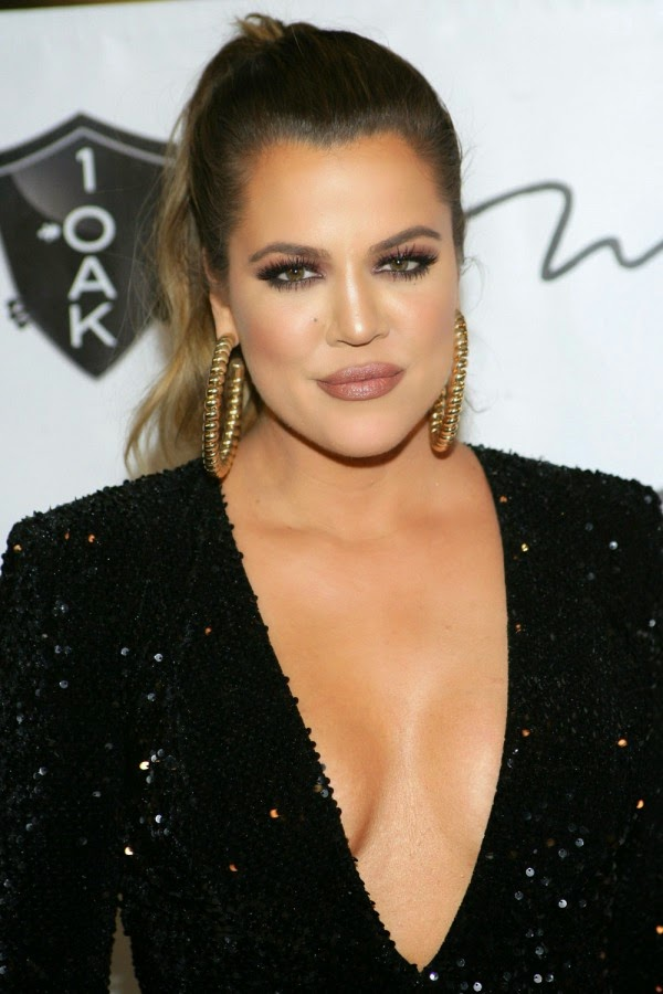 Khloe Kardashian Debuts A New Blonde Look