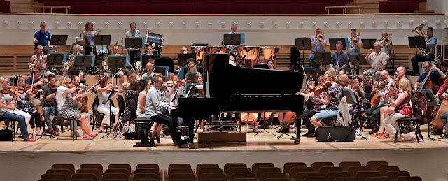 Simon Callaghan, BBC Scottish Symphony Orchestra & Martin Brabbins recording Roger Sacheverell Coke's piano concertos (Photo Oscar Torres)