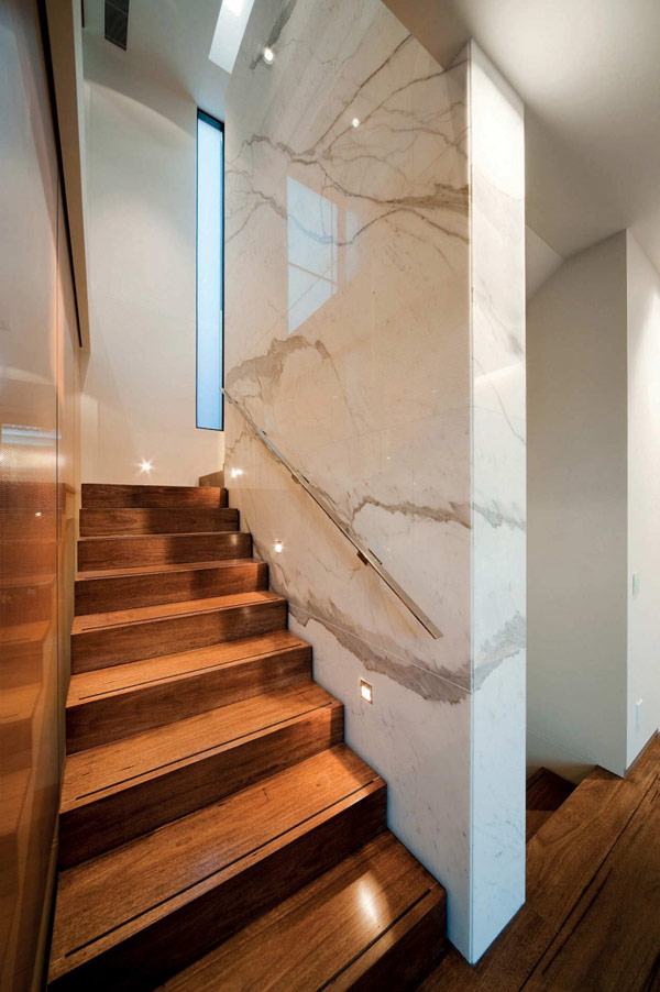 Photo of marble walls and wooden stairs at the staircase