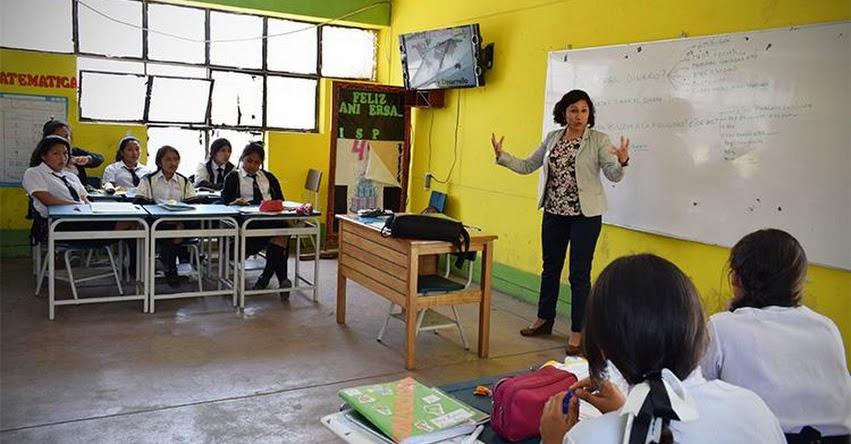 DRELM: Escolares mujeres de colegios públicos reciben charlas para motivarlas a dedicarse a las ciencias - www.drelm.gob.pe