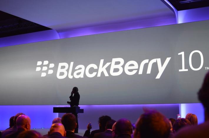 A pesar del pesimismo que rodea BlackBerry, parece que todavía mantienen el puesto número 3 en Canadá – a pesar de una caída del 5% sobre una base interanual. Incluso celebran en el lugar número 3 con la PlayBook. BlackBerry ahora posee el 15% del mercado de teléfonos inteligentes de Canadá, de acuerdo con un informe de comScore. Se trata de una caída del 5% en la cuota de mercado sobre una base interanual. Sin embargo, la noticia sorprendente es que el BlackBerry PlayBook, también ocupa el puesto número 3 en la cuota de mercado de la tableta. Personalmente, creo