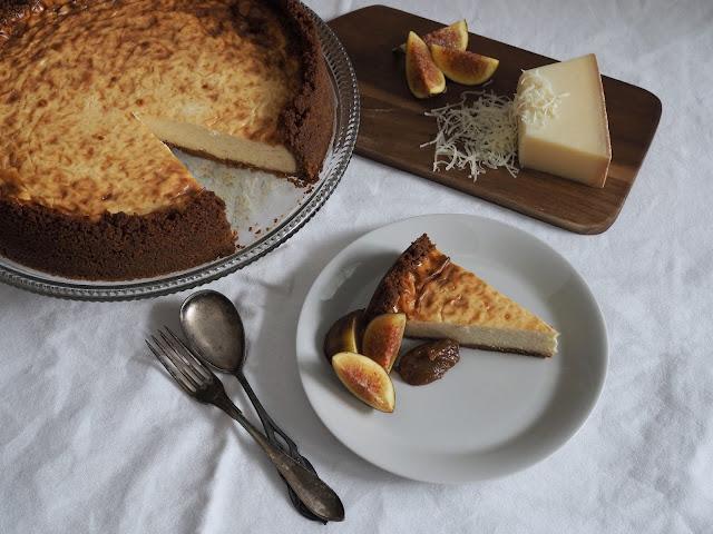 Le Gruyère juustokakku paistettu