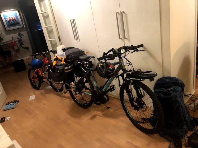 Det blir endel bagasje på en sykkeltur på Rallarvegen, selv med planlagt overnatting på DNT sine hytter