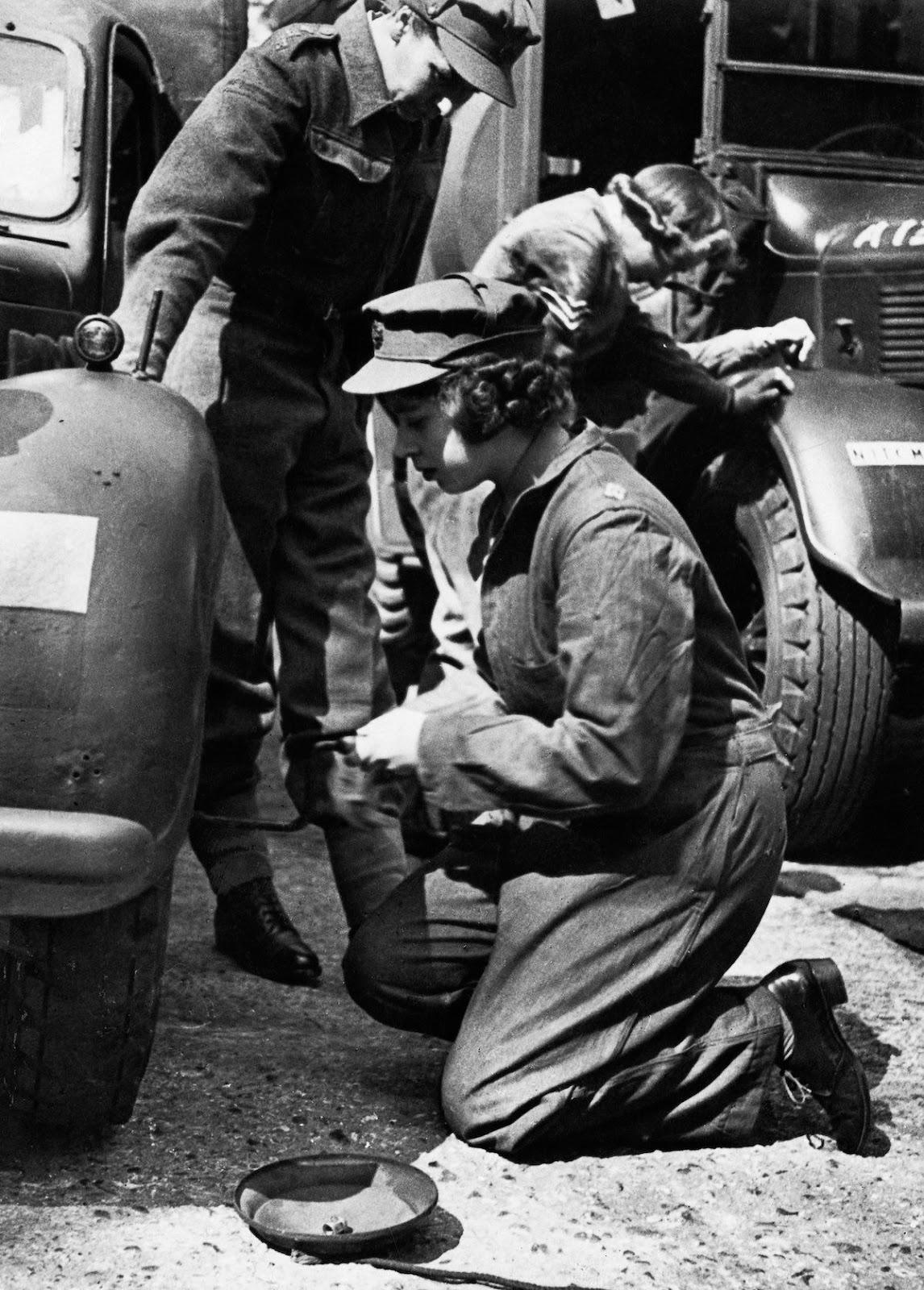 elizabeth queen mechanic ii 1945 army wwii serving driver princess mechanics truck service margaret cars rare mashable repair auto getty