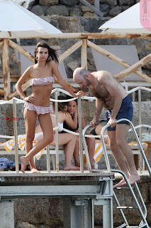Emily-Ratajkowski-in-Bikini-2017--02+%7E+SexyCelebs.in+Exclusive.jpg