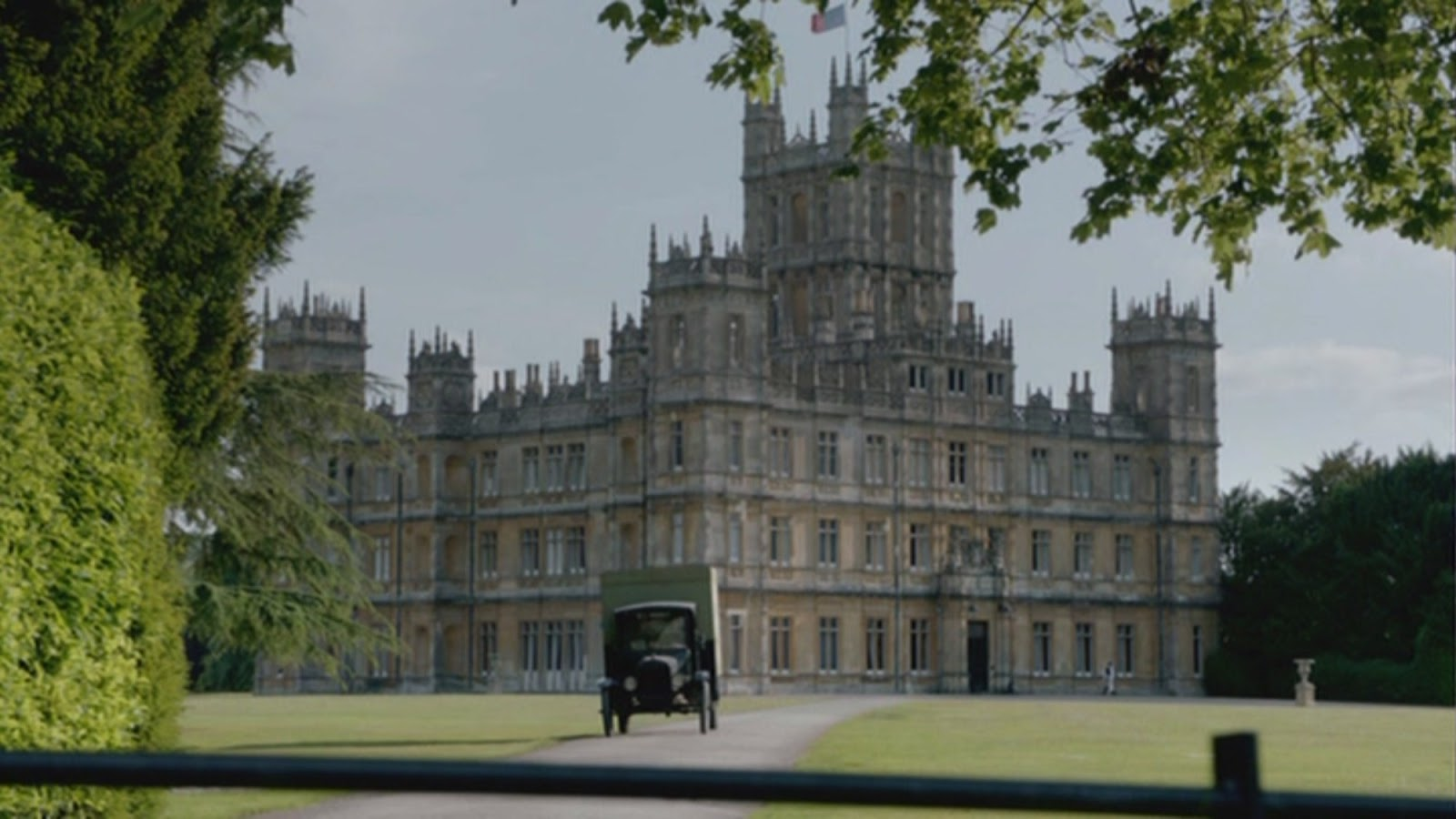 elegance of fashion review downton abbey series 2 2011. Black Bedroom Furniture Sets. Home Design Ideas