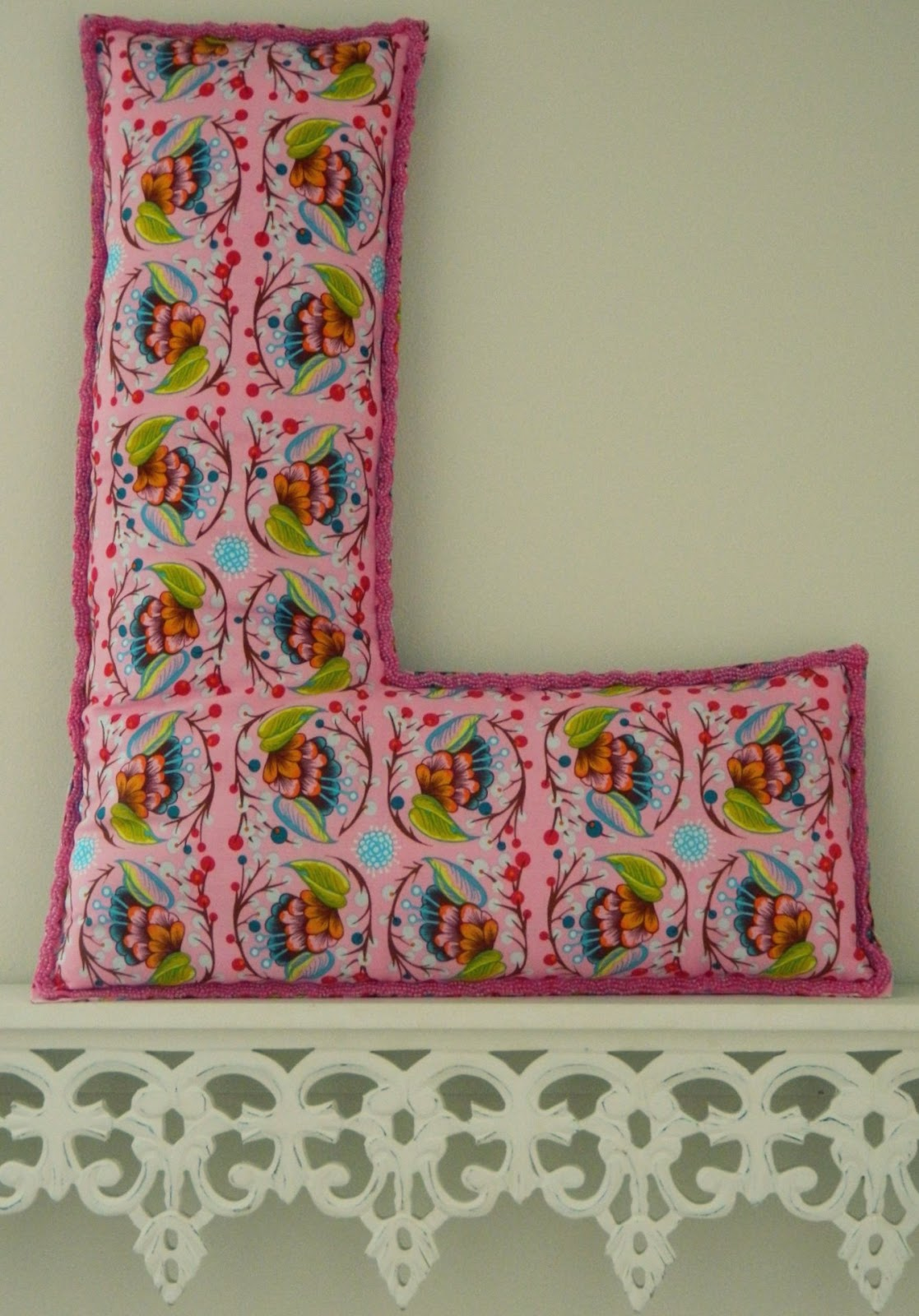 Sew Homegrown: {DIY} The Letter Pillow