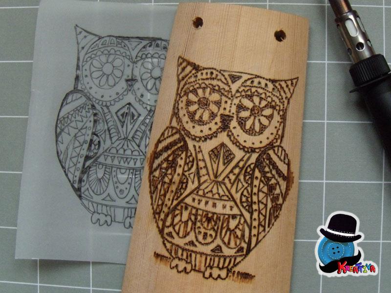 Gufo pirografato su tegola in legno