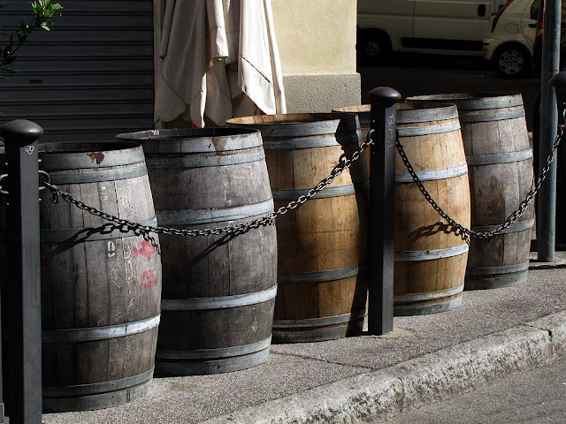 Barrel-tables, pizzaria, via Del Fante, Livorno