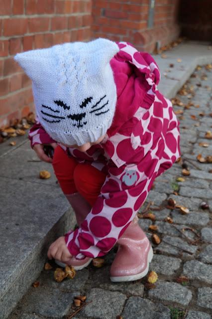 Biała czapeczka kotek