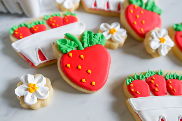strawberry decorated cookie set