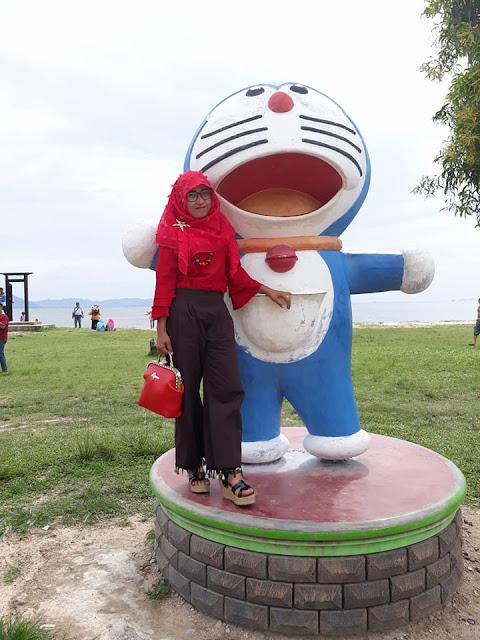 Hollywood Pintu Doraemon Pandan