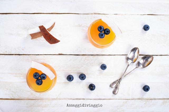 Bicchierini acqua di cocco, ananas e mango
