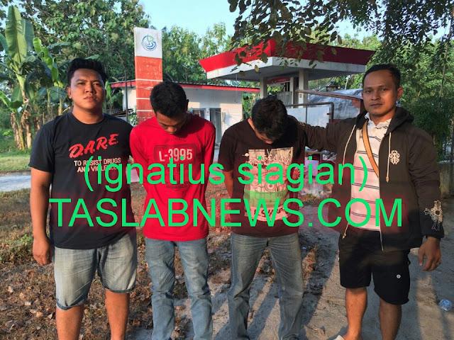 Dua tersangka narkoba yakni Muhammad Rosan (40) dan Syamsul Bahri (39) saat diamankan personil Sat Res Narkoba Polres Tanjungbalai, Sabtu (4/8).