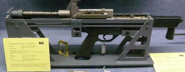 Mẫu chế thử của súng trường tấn công bắn đạn không vỏ Heckler & Koch G11: H&K G11