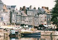 voilier sur le vieux port de Honfleur