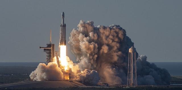 Falcon Heavy launches the Arabsat-6A satellite from Launch Complex 39A on April 11. Credit: SpaceX