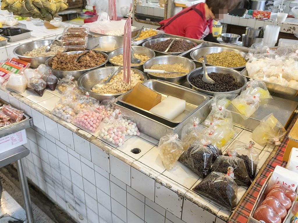 【臺南】【食記】中西區 友愛紅豆店   友愛市場內傳統冰店   臺式馬卡龍,菜燕,椪餅,古早味剉冰