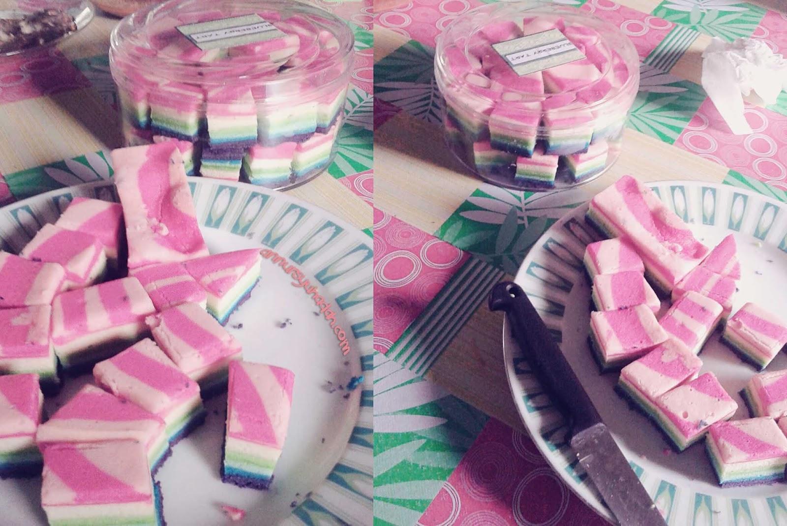 Kek Pelangi Kukus Bersantan | Simple dan sedap, rainbow stemed cake, kuih bolu, coconut cake, kek pelangi santan, kek pelangi kukus, kek lembut.