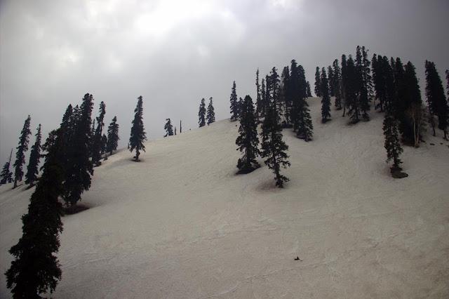 snow slopes apharwat peak gulmarg kashmir india himalayas