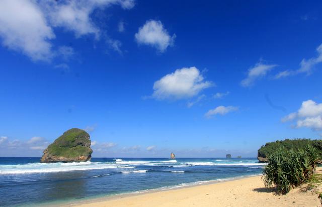 Wisata Pantai Malang Tentu Pilihan Liburan yang Utama