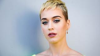 """"""" La Oración de una madre, oró por mí toda la vida, para que yo volviera a Dios"""", dice Katy Perry"""