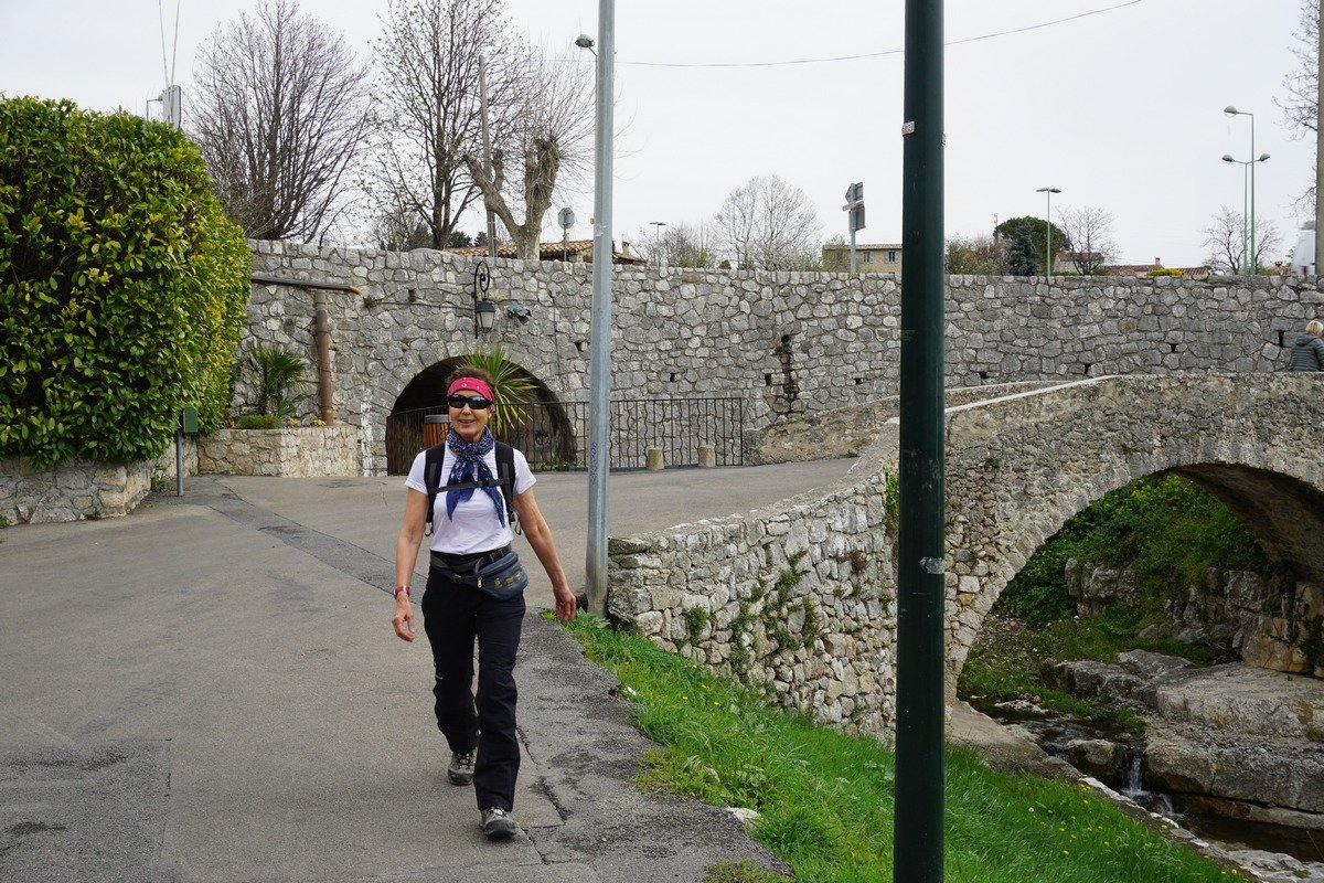 Walking to Tourrettes-sur-Loup-from-village-parking
