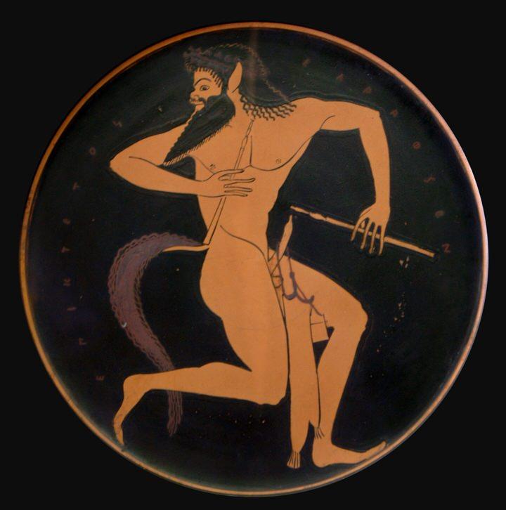 Ο Σειληνός με αυλό και μια θήκη αυλού να κρέμεται στο πέος του. Κομμάτι αττικής κόκκινης πλάκας, 520-500 π.Χ. Από το Vulci.