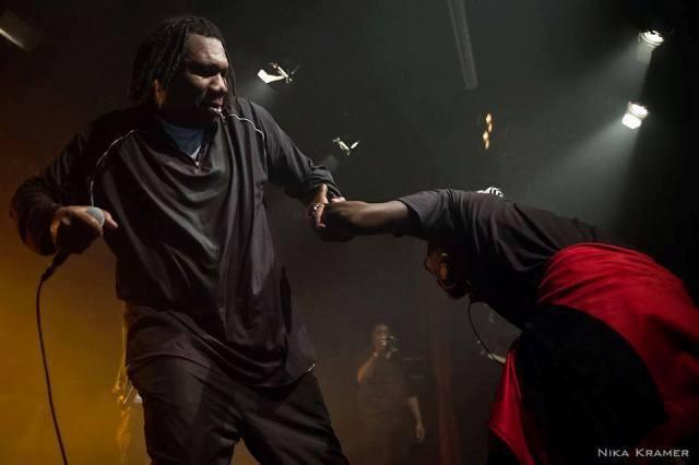 KRS One convida o angolano MC Diamondog para subir ao palco e se apresentar durante um show em  Berlin