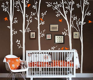 Cuarto de bebé naranja marrón