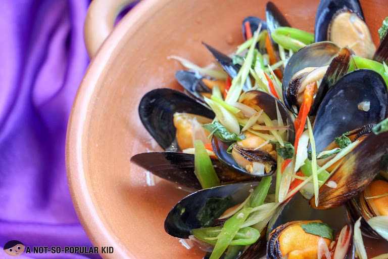Steamed Chilean Black Mussels in Tom Yum