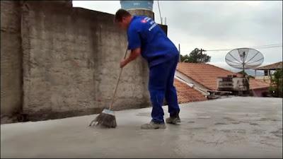 aplicação do impermeabilizante na laje