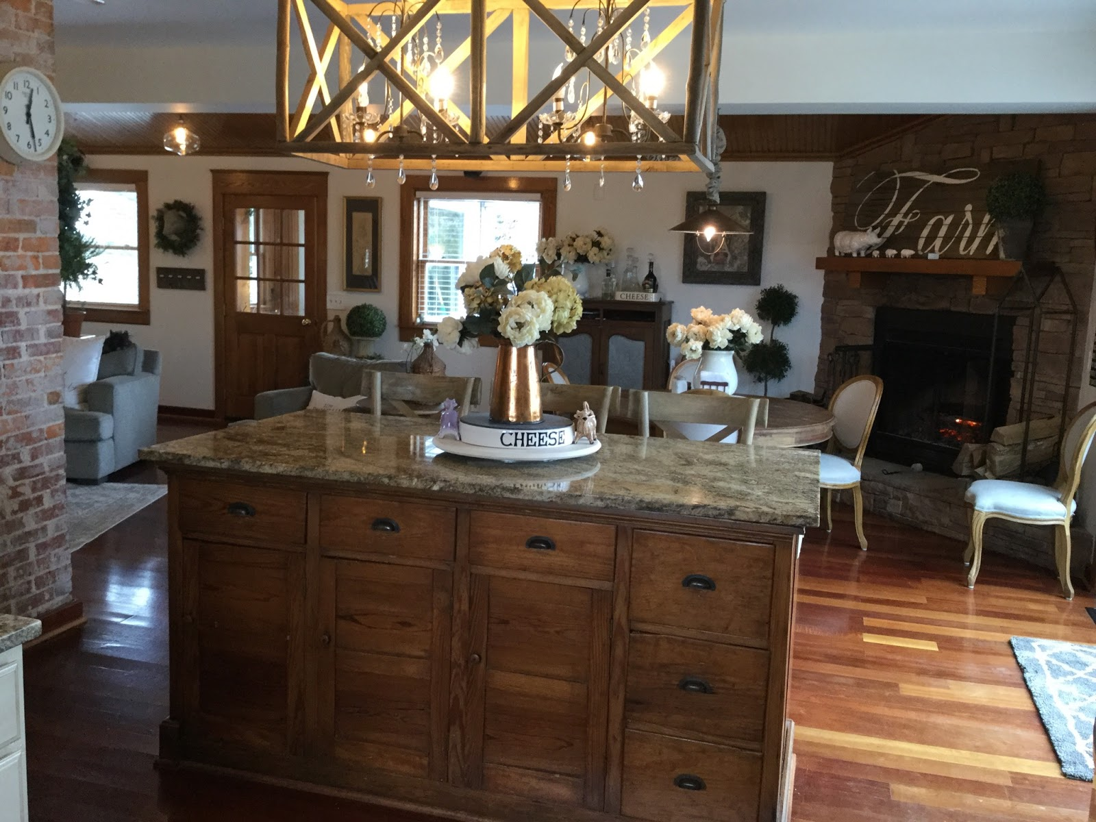 French Hen Farm From Dining Room Tables Kittles Image Source Frenchhenfarmblogspot