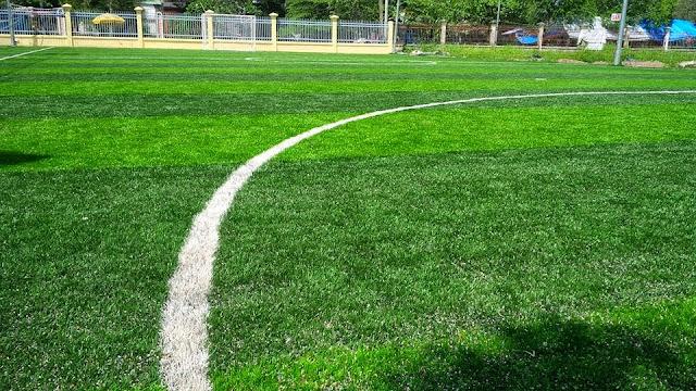 Trải cỏ nhân tạo lên