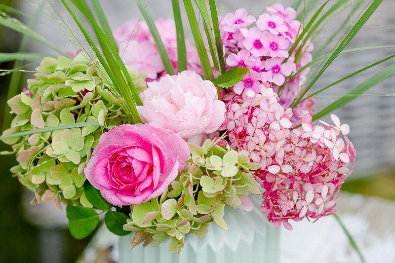 Wochenendblümchen und neue Sitzkissen, Pomponetti, Hortensien und Rosen