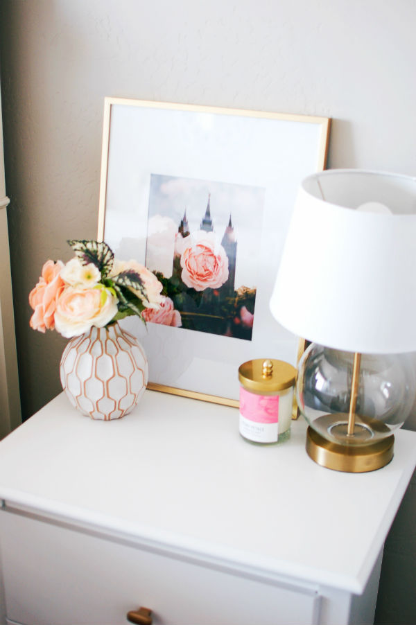 White and gold nightstand decorations