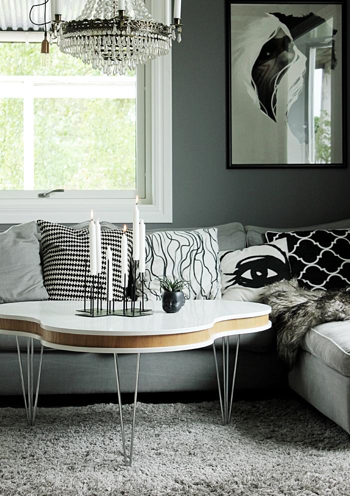 candle cross, ljusstake kors, ljusstakar, annelies design, annelie palmqvist, anneliesdesign, webbutik, webbutiker, webshop, inredning, svart och vitt, svartvit, svartvita, går, grått, vardagsrum, vardagsrummet, soffa, tygsoffa, soffbord, matta, kuddar, grafiskt, grafiska, gråa väggar, ansikte kruka, madam stoltz,