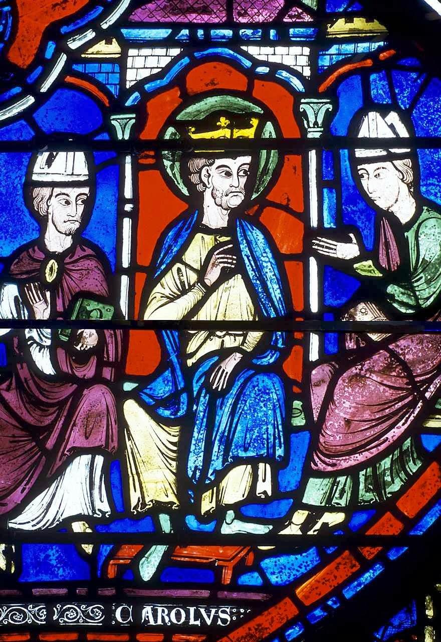 A sabedoria de Carlos Magno nos conselhos do Império.  Vitral de Carlos Magno. Catedral de Chartres, França.
