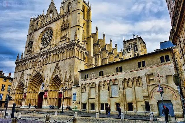 Fachada da Catedral Saint-Jean