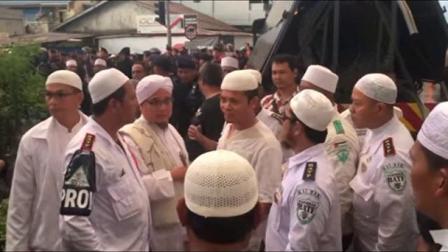 Mencekam , Sambil Membentak Bentak Jamaat, FPI & Pemuda Pancasila Serbu Gereja GPdI Immanuel Riau , Berikut Kesaksian Pendeta Candra Nadeak