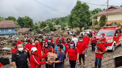 Melalui Gerakan Peduli Satu Hati, DPC PDIP Minsel Bantu Korban Banjir Bandang Mitra