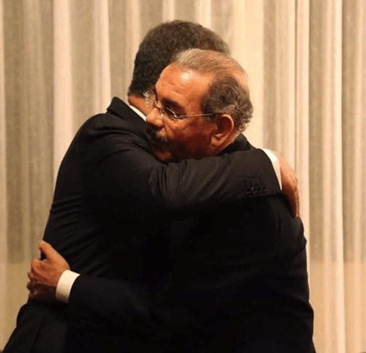 Video: Leonel Fernández abraza a Danilo Medina
